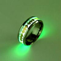 fluoreszierende platte großhandel-Mode Leuchtende Halloween Batman Dark Ring Inlay Grünen Hintergrund Silber Vergoldet Fluorescent Weihnachten Männer Frauen Glühenden Band Ringe