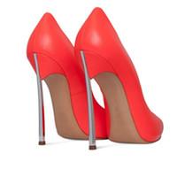 zapatos de punta americana al por mayor-Envío gratis 2018 nueva moda estadounidense señaló punta del talón del metal mujer bombas personalizadas boda tamaño grande Office Lady Party zapatos