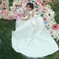 ingrosso raso del vestito di compleanno della neonata-Cute Baby Toddlder Compleanno Abiti Perle Archi Backless Flower Girl Dress Per matrimoni Satin lunghi abiti da battesimo Ragazze Spettacolo Dress