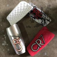 futbol ayakları toptan satış-Orijinal Nk Logo CR7 Assassin Futbol Shin Muhafızları Ultra Hafif Cuish Plaka Futbol Futbol Spor Güvenlik Shin Pedleri Spor Bacak Koruyucu