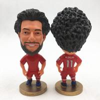 ingrosso mini figurine-Soccerwe 2,55 pollici resina bambola calcio LIV Mohamed Salah Gerrard Coutinho Firmino Klopp Shaqiri figurine marionette kit rosso mini giocattolo
