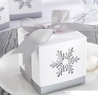 regalo de navidad presente cajas al por mayor-Caja del caramelo del copo de nieve caja de la boda del cumpleaños del cuadrado hueco favor cajas con arco de la cinta gris regalo de Navidad de Halloween envoltura de regalo 6X6x6cm