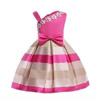 bir pleat bebek kıyafeti toptan satış-Yeni Bahar Yaz Yeni Kız Inci küçük Çiçek Elbise Tek Omuz Şerit Elbise Çocuk Kısa Pileli A-Line Elbise Bebek Çocuk Giyim