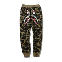 hai-haferhose großhandel-APE WGM Hip Hop Persönlichkeit Haifisch Mund Camouflage Druck Casual Track Hosen Männlichen Hip Hop Fuß Sport Sweatpants Cargo Pants für Track