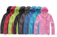 chaqueta de piel negra al por mayor-Nueva marca de verano de las mujeres de los hombres de secado rápido al aire libre deportes ocasionales de la piel impermeable chaquetas anti UV abrigos rompevientos negro blanco más tamaño 3XL