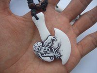 ingrosso resina in polvere-12pcs bianco Faux Yak Bone Powder Resin Carving Eagle Axe collana pendente