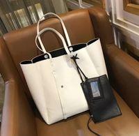 фирменные сумочки для ремня оптовых-18ss Париж BB новый большой емкости Сумки женские сумки Сумки на ремне мода путешествия мини заклепки сумка емкость малышей бренд дизайн BB
