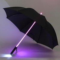 luz de sabre de luz venda por atacado-Diodo emissor de luz Lightsaber Light Up Umbrella Espada Laser Light up Guarda-chuvas de golfe que mudam no eixo construído no guarda-chuva do flash da tocha