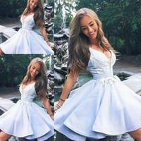 lindos vestidos cortos para la graduación al por mayor-Light Sky Blue Cute Lace Beads corto vestido de fiesta de graduación de graduación 2019 vestido de cóctel sin espalda con cuello en v