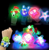 kunststoff-armbänder großhandel großhandel-Kreatives Karikatur LED Uhrblitz Handgelenkarmbandlicht kleine Geschenke Kinder spielt Stall verkaufen Waren Weihnachtsfestivaldekoration