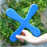 bumerang frizbi oyuncak toptan satış-Açık Spor Oyuncaklar Çocuklar Için Güvenli EVA Dart Uçan Boomerang Geri Frizbi EVA Yaprak Boomerang Dart Geri Ve Ileri Popüler