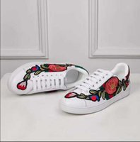 Wholesale wild flowers - Hot 2018 new bee flower embroidery white shoes women breathable wild sports casual flat shoes couple shoes