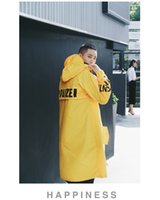 ingrosso abbigliamento giubbotto giallo-Abbigliamento uomo Giacca lunga impermeabile a prova d'acqua Giallo Nero Bianco High Street Vetements Fashion Cappotto con cappuccio
