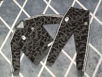 mode straße stil sport großhandel-Neue Herren Designer Trainingsanzüge 4 Farben Jacken + Hosen Affenkopf Sport Laufen Set College High Street Style Kits Mode Anzüge
