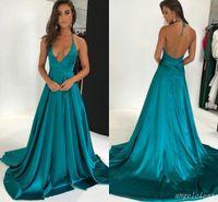 vestidos verdes lisos al por mayor-Hunter Green Plain Prom Dresses 2018 Deep V Neck Halter Backless Sweep Train Largo Formal Noche Party Vestidos Vestidos De Fiesta Sexy
