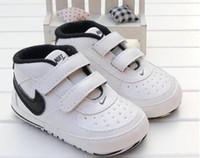 bébé premier chaussures star achat en gros de-Bébé Chaussures Nouveau-nés Garçons Filles Coeur Étoile Motif Premiers Marcheurs Enfants Tout-Petits À Lacets PU Baskets 0-18 Mois Cadeau