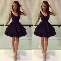 siyah kısa kabarık elbiseler toptan satış-Basit Siyah Kabarık Kısa Parti Elbiseler A Hattı Derin V Boyun Saten. Sınıf Gelinlik Modelleri Mezuniyet Elbiseleri