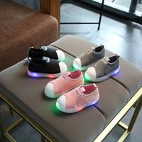 venta de zapatos anchos al por mayor-2018 Todas las ventas calientes de la temporada lona del LED bebé primeros caminantes que iluminan las zapatillas de deporte frescas bebés niños pequeños zapatos de los muchachos de las muchachas del bebé