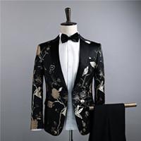 vestido de poliéster viscosa al por mayor-2018 el más nuevo negro delgado de dos piezas chaqueta pantalones traje oro hojas bordado discoteca cantante Prom trajes S-2XL