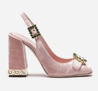sandalias de tacón con brillo plateado al por mayor-Pink Velvet Glitter Silver Elegant Women Party Shoes Pearl Block Sandalias de tacón Redondo dedo del pie Crystal Hebilla Sling-back Pumps