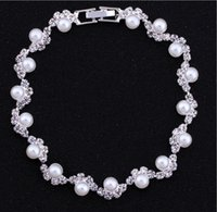 hand-kette armband braut großhandel-Günstige Verkauf Bridal Pearls Geschmückten Accessoires Kristall Perlen Armbänder Braut Hand Zubehör Brautschmuck Kette