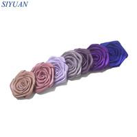 saten rozet saç toptan satış-45 adet / grup Haddelenmiş Saten Rozet Çiçek ILE / OLMADAN Saç Klip Kız Firkete Şapkalar Aksesuarları Çiçek Boyutu 4.5 cm TH232