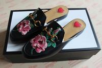 mocasines de flores al por mayor-NUEVA Moda princetown deslizador Horsebit en holgazán bordado tiger rose flor cuero real diseñador negro zapatos hombre mujer sandalias de lujo