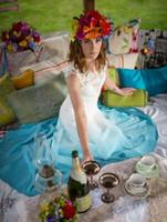 ingrosso beach wedding dresses-Abiti da sposa colorati gradiente a buon mercato lungo bianco e blu una linea illusione pizzo abito da sposa in chiffon Paese Bohemian Beach