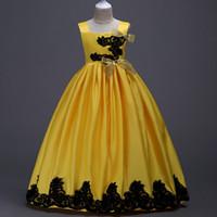 sarı yay çiçek kız elbisesi toptan satış-Sarı 2018 Kızlar Pageant Elbise Balo Çiçek Kız Elbiseler Siyah Dantel Aplikler Kolsuz Saten Bow Kanat Çocuklar Akşam Balo Abiye