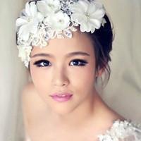 weiße haare blüht hochzeit großhandel-Weißes Haar Blumen für Hochzeit Braut Brautjungfer Barock Chic Kristall Tiara Strass Krone Stirnband Hochzeit Kleid Studio
