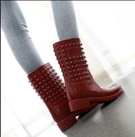 botas médias venda por atacado-2018 NEW Mulheres sapatos de Chuva primavera e outono Martin botas de chuva médio tubo rebite não-slip botas altas 9510