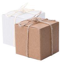 ingrosso carta da imbiancatura-50pcs regalo di imballaggio di rifornimento del partito di regalo di favore di cerimonia nuziale del contenitore di caramella di forma quadrata della carta kraft con tela Twine Chic