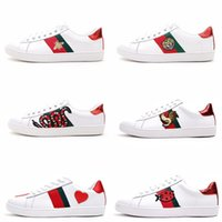 Wholesale zapatos clear - mens designer luxury shoes white Casual women sneakers Zapatos nice embroidery bee cock tiger dog on the side with OG box