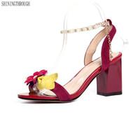 schwarze blume high heel schuhe großhandel-schwarz rot gelb Sommer Damen Hochzeit Schuhe Blume elegante Frauen echtes Leder High Heels Sandalen Größe 41 42 43