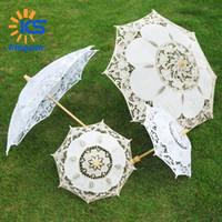 paraguas de madera blanco mango al por mayor-Parasoles de boda de encaje blanco 29CM 45cm de diámetro Baile Parasoles de marca barata Paraguas de mango largo de madera 26CM 43CM Longitud