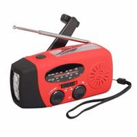 manivelas venda por atacado-Rádio da manivela com o rádio solar multifuncional do AM / FM do carregador do telefone da emergência do diodo emissor de luz