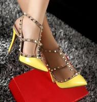 ingrosso tacchi beige t-Top Fashion Tacchi alti T Straps Rivetti Tacchi alti Donna Sandalo Scarpe in pelle verniciata V Scarpe a punta scarpe da sposa donna 8cm 10cm + scatola