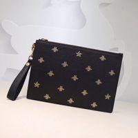 проверить стиль сумки оптовых-Высокое качество роскошные сумки мужчины клатч сумки дизайнер моды сумки вышитые пчелы натуральная кожа сумка размер W31 * h21cm модель 495066