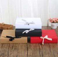 ingrosso abbigliamento scatola marrone-24 * 19,5 * 7 cm Bianco / Nero / Marrone / Rosso Scatola di carta con nastro Grande capacità Kraft Scatola di cartone Carta regalo Sciarpa Abbigliamento Packaging SN1806