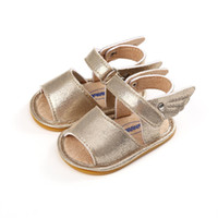 zapatos de ala para niños al por mayor-2018 sandalias de bebé de color dorado zapatos mocasines de bebé verano recién nacido niño niña alas de ángel zapatos antideslizante Prewalker 0-18M.