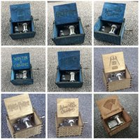 juego de objetos al por mayor-Harry Potter Caja de música de madera Juego de tronos Tema Caja de música grabada hecha a mano Decoración de Navidad Artículos de novedad GGA930 12 unids