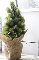 kieferndekoration großhandel-Hochzeit Weihnachten Vase Tree Set Neujahr künstliche kleine Topf Pine Tree Branch mit Leinen Korb Vase für Weihnachten Dekoration Ornamente