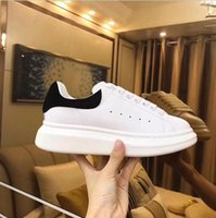 Wholesale cheap party shoes women - 2017 Luxury Designer Men Casual Shoes Cheap Best Top Quality Mens Womens Fashion Sneakers Party Running Shoes Velvet Sports Sneakers Tennis