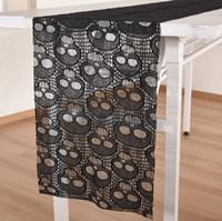 ingrosso forniture tessili-Tovaglia di pizzo nero Halloween Skull Lace Runner Halloween Decorazione della tavola Event Party Supplies tessili per la casa