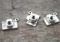 Wholesale antique cameras online - 15pcs Camera Charms Antique Tibetan Silver Camera charm penant X16mm