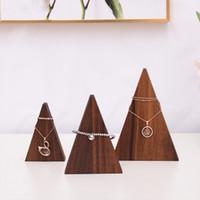 schwarze holzketten großhandel-Black Walnut Chain Anhänger Halskette Armbänder Display Stand Massivholz Dreieck Schmuck Display Rack