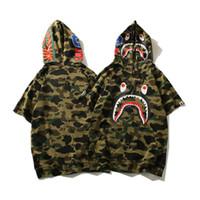 top süßes paar großhandel-Tarnung japanischen Shark Print T Shirt Männer und Frauen Paar Hoody Top Street Style Brief niedliche Tier Mode T-Shirt