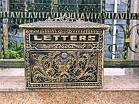 bronz harfler toptan satış-Vintage Bronz Bak Cast Alüminyum Posta Kutusu Posta Kutusu Posta Kutusu Çiçek Duvara Monte Harfler Kutusu Metal Bahçe Malzemeleri Dekorasyon Antika El Sanatları