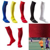 sobre los calcetines de rodilla hombres al por mayor-Calcetines de fútbol para hombre Deporte largo sobre la rodilla Entrenamiento de alta competencia Calcetines de fútbol Toalla Inferior Medias Soporte FBA Envío de gota G491Q