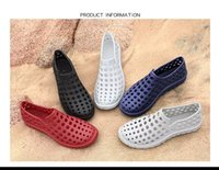 Wholesale shoes holes - 2018 new couple hole shoes in summer Joker leisure fashion sandals Manufacturers selling beach shoes surfing Outdoor Aqua Shoes